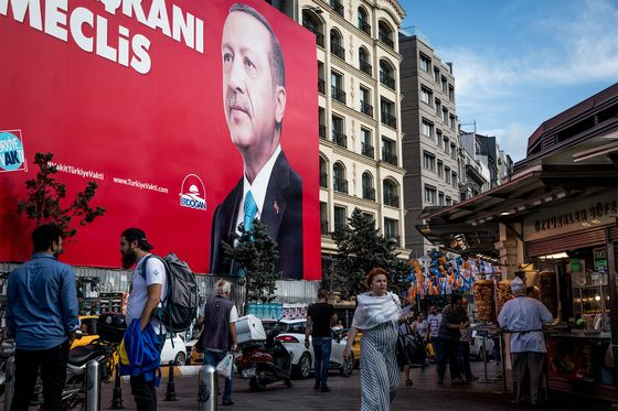Refugees Stoke Turkish Anger, Roiling Erdogan Election Campaign