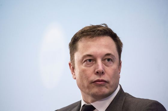 Musk Blog Ends One Tesla Drama, Rekindles All the Others