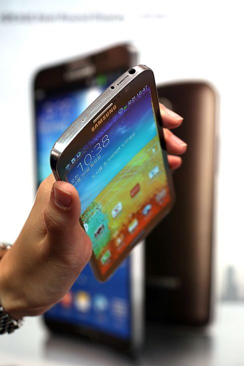 Samsung to Unveil Next Galaxy as Apple, Xiaomi Squeeze Business
