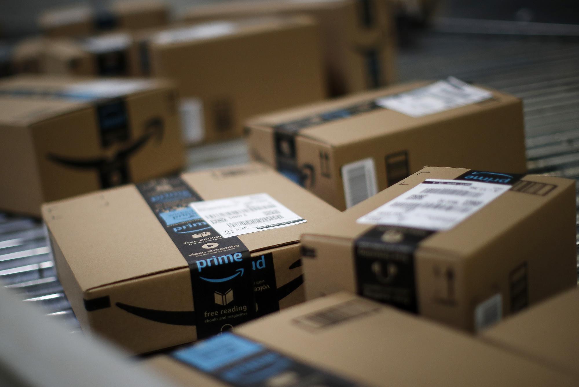 Employees at Amazon's New NYC Warehouse Launch Unionization Push