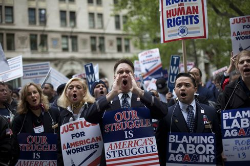 American Moves to Void Labor Deals as Unions Back US Airways