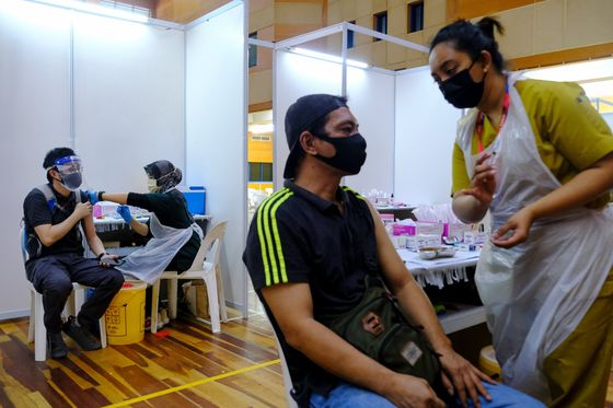 Malaysia Lowers Growth Forecast on Worsening Virus Outbreak