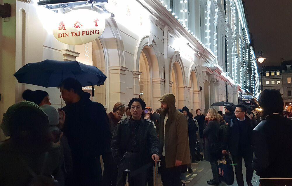The Wait for World-Famous Dumplings in London Is Four Hours