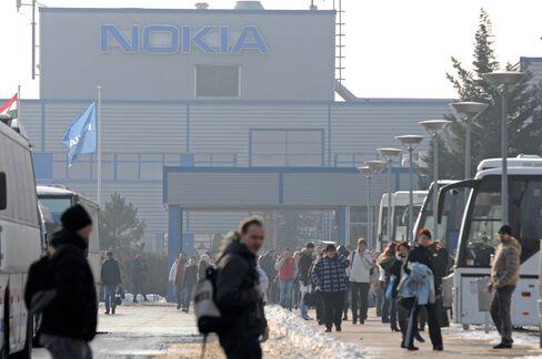 Nokia Siemens Selling Bonds as Shareholders Weigh Options