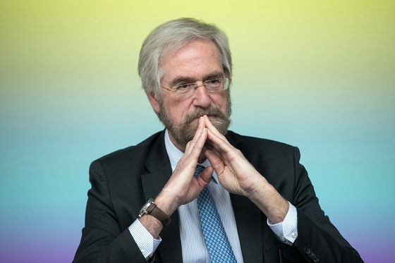 Praet Plays Down Draghi's Inflation Comments; Euro Whipsaws
