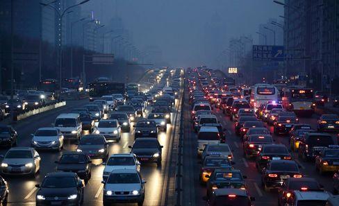 China Passenger-Vehicle Sales Top Estimates as India Demand Dips