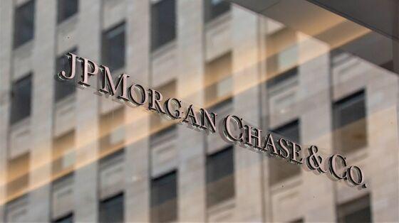 JPMorgan Boosts Pay for More Staff as Talent Battle Deepens