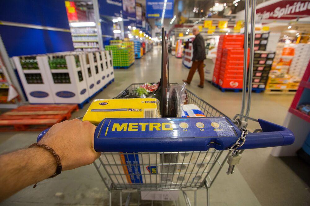 Metro Gets Takeover Offer Valuing Retailer at $6 6 Billion
