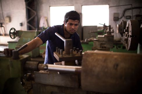 India Industrial Output Unexpectedly Declines as Economy Falters