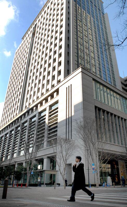 Mitsubishi Loan at Libor as $32 Billion Maturing