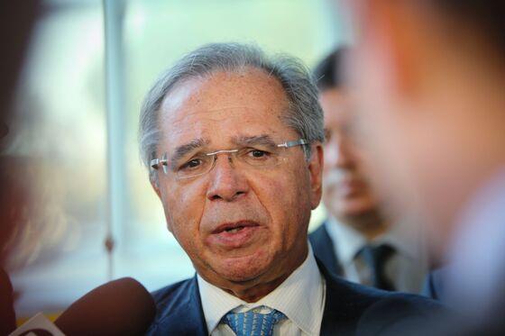Brazil Economy Minister Says Won't Resign During Pandemic: Globo