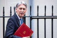 哈蒙德表示罢免总理不会有所帮助:英国脱欧更新