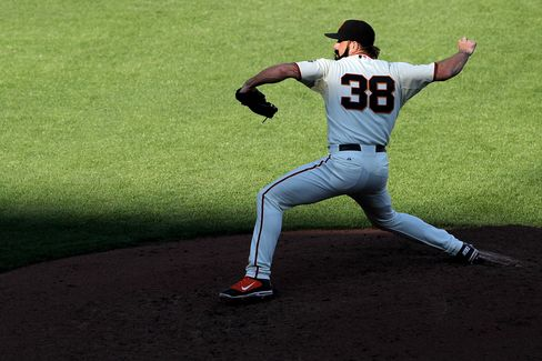 Giants Beat Phillies 3-0 Behind Cain, Lead NLCS 2-1