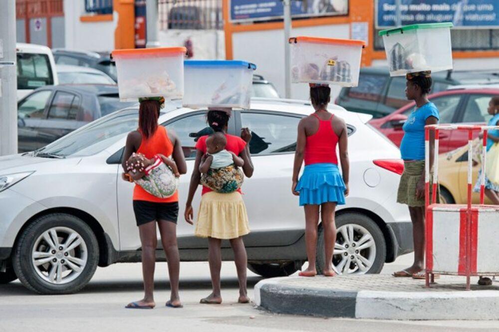 Girls in Luanda