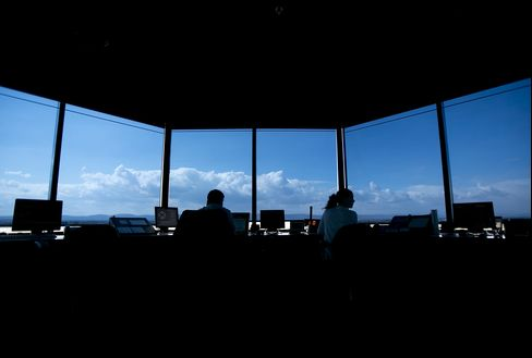 Lawmakers Call for Halt to Air Traffic Controller Furloughs