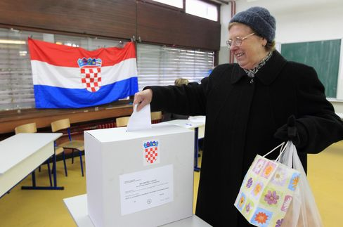 Croatians Approve EU Accession in Test of the Bloc's Lure