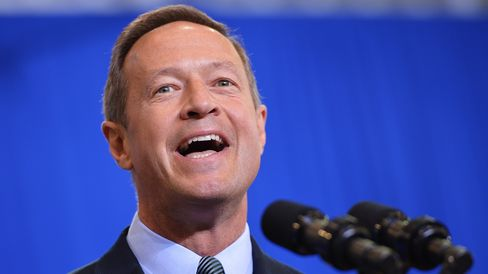 Maryland Governor Martin O'Malley introduces US President Barack Obama at Prince Georges Community College on September 26, 2013 in Largo, Maryland.
