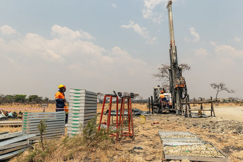 ZIMBABWE PLATINUM MINE STORY - ANTONY SGUAZZIN / GODFREY MARAWANYIKA