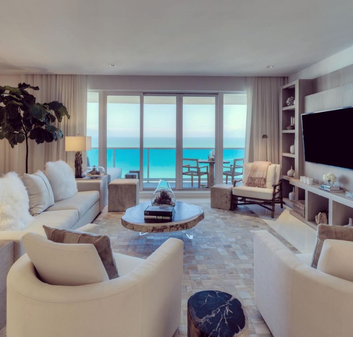Miami Condo Owners Wager on $40,000-a-Night Super Bowl Rentals