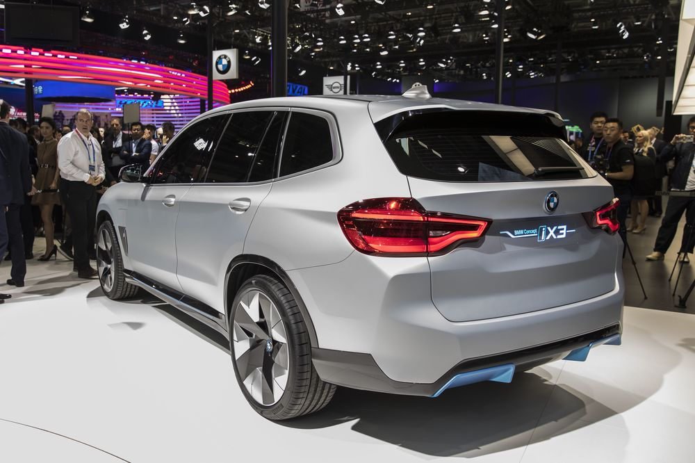 Bmw Unveils Electric Suv As Its First Planned China Export Bloomberg
