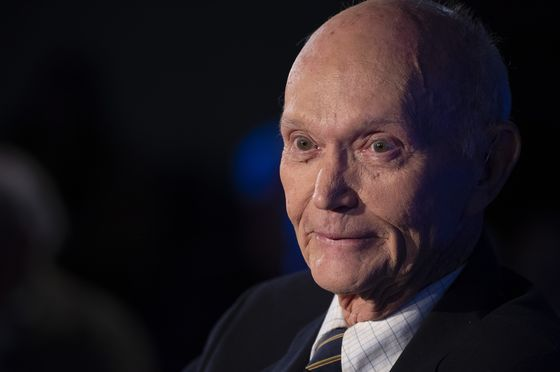 Michael Collins, Who Orbited Moon on Apollo 11, Dies at 90