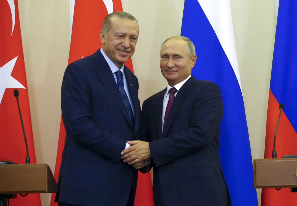 bloomberg.com - Leonid Bershidsky - Suddenly, Putin Is Playing Nice in Syria