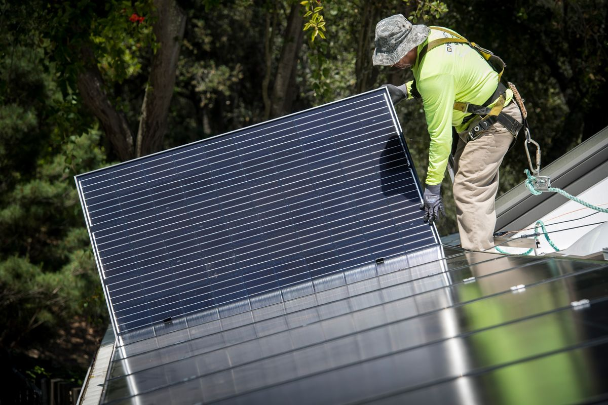 Electric Car Owners May Not Love Solar Panels So Much After All