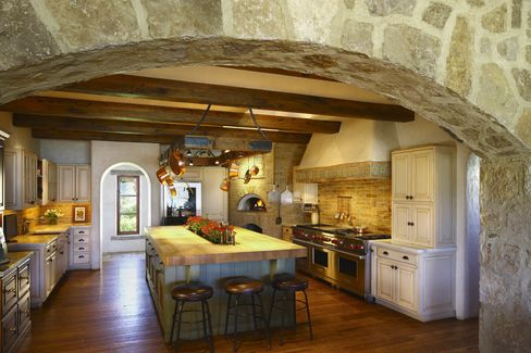 The house has incorporated architectural elements taken from Italy.