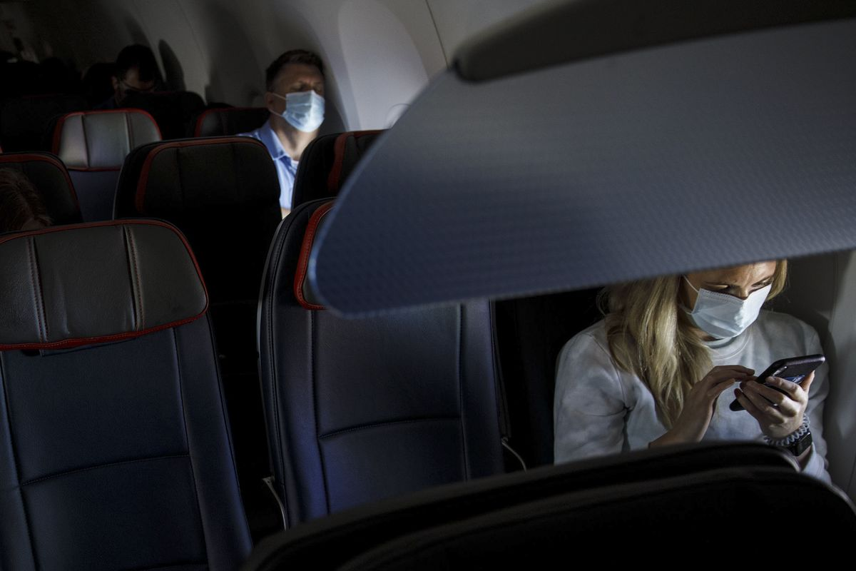 CDC Says Vaccinated People Can Travel, Should Still Wear Masks thumbnail