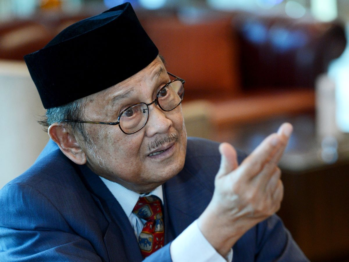Habibie, Indonesia President During Asian Financial Crisis, Dies