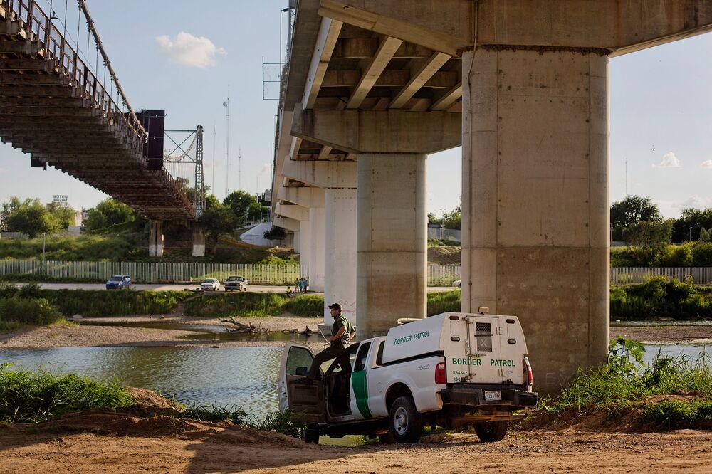 Border Jails Facing Bond Defaults as Immigration Boom Goes