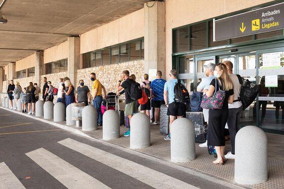 U.K.'s Covid Travel Tests Spawna $520 Million Free-for-All