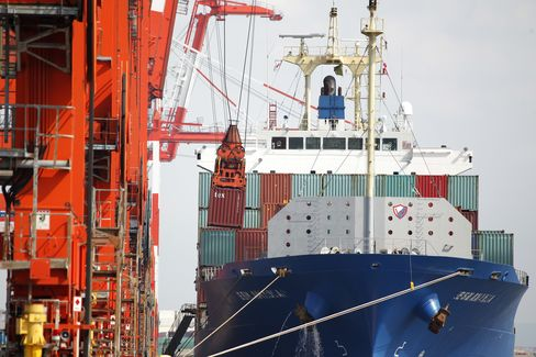 Japan Swings to Trade Deficit as Exports Sink on Europe
