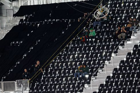 Super Bowl Seat Dispute Is Fumble for NFL Amid Labor Dispute