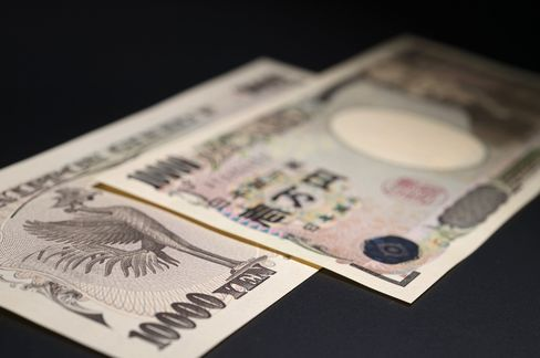 Yen Advances With Metals as Stocks Decline in Europe, Japan