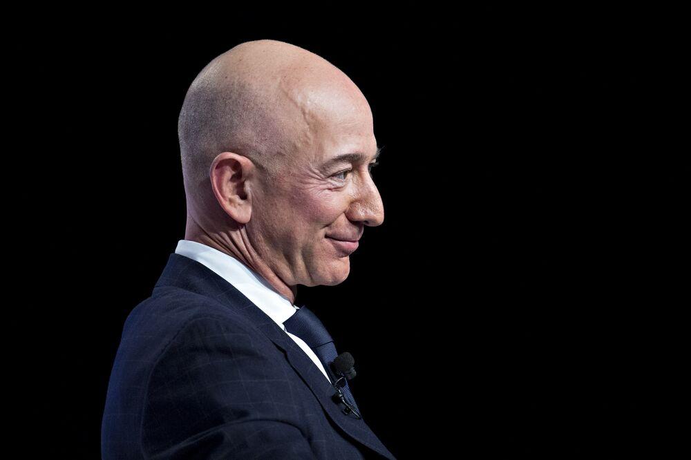 Jeff Bezos Photographer: Andrew Harrer/Bloomberg