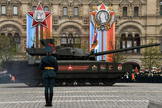 Tank Putin Praised May Be Too Expensive for Russia's Military