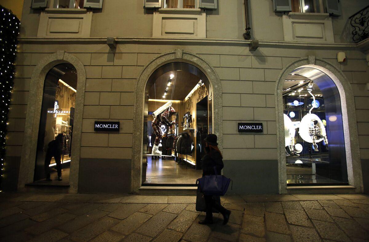 Luxury Stocks Resume Slide as 'Third Phase of Slowdown' Starts