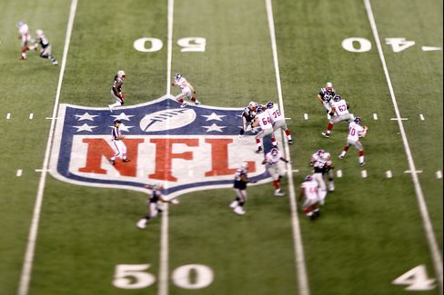 NFL Players Raise Risk of Alzheimer's and ALS Death in Study