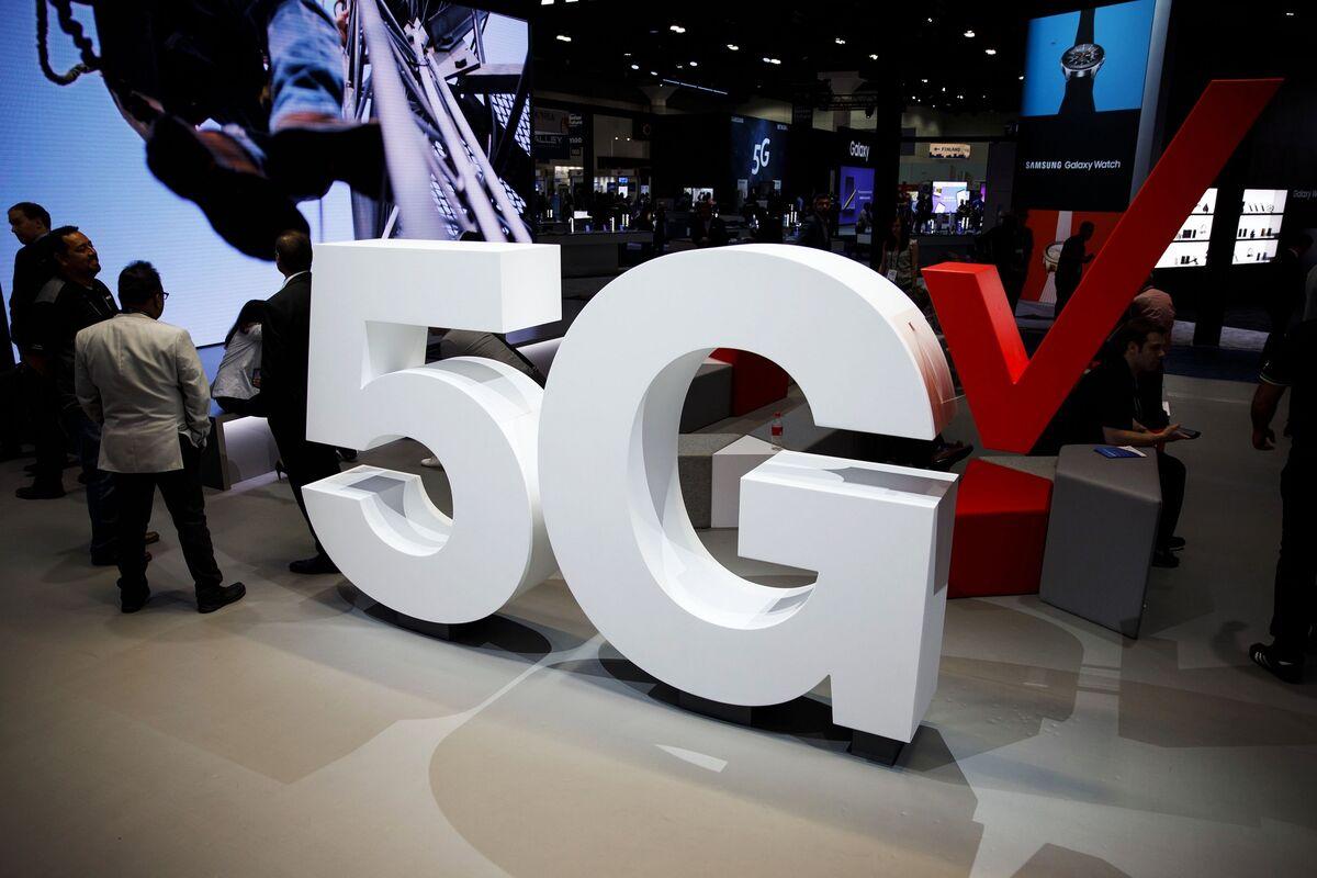 Verizon Leads 5G Airwave Bidding With Record $45 Billion Splurge