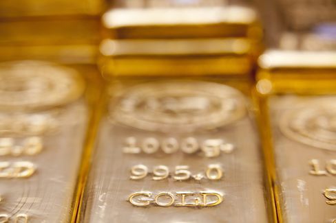 SPDR Gold May Wrest ETF Crown From S&P 500 Fund Amid Turmoil