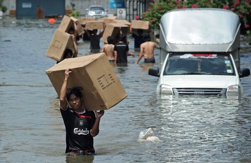 Thailand Rushes to Bolster Bangkok Defenses on Deluge Fear