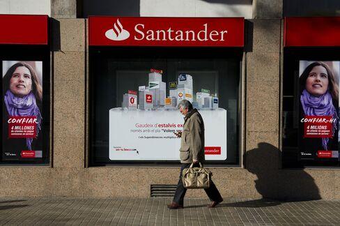 Santander Quarterly Profit Falls on Slump in Lending Revenue