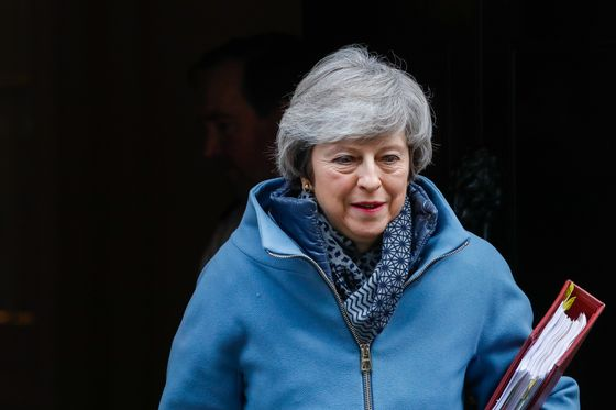Trump Hands a Gift to May in Predicting Post-Brexit Trade Bump