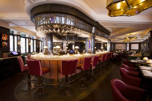 The bar at the Ivy in London.