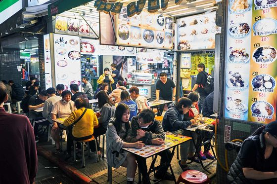 In Taiwan's Night Markets, Locals Sip Bubble Tea and Wait for Tourists