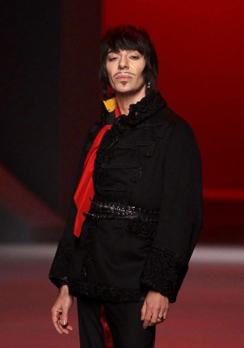 Galliano Apologizes for Drunken Behavior, Denies Allegations