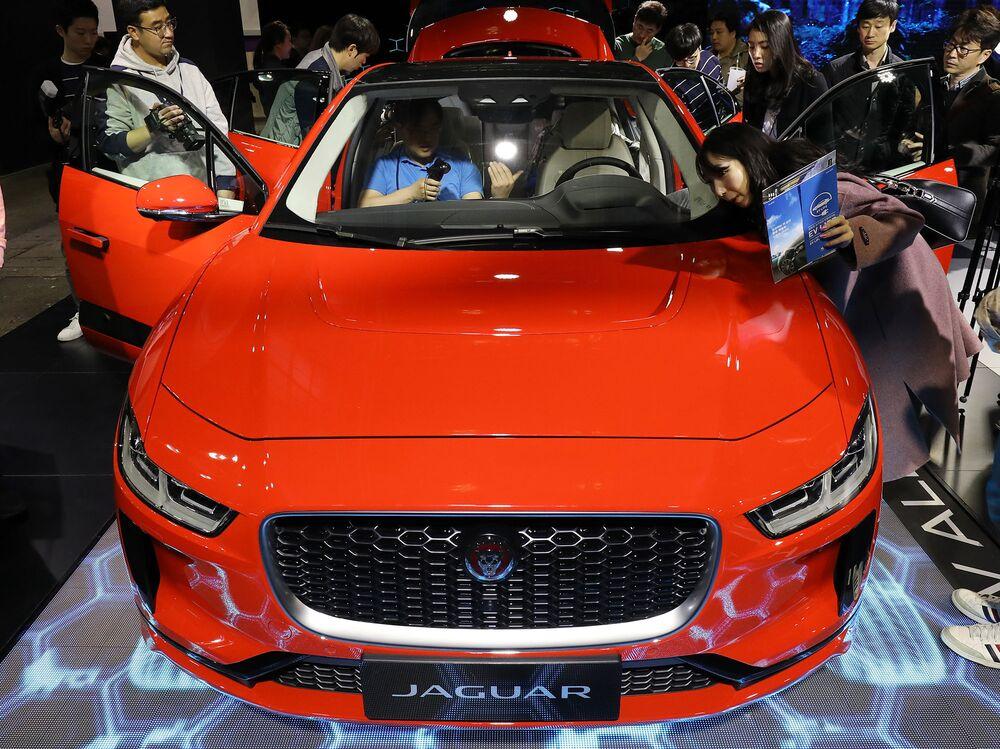 Tata Motors Shares Slide After Jaguar Owner Misses Estimates Bloomberg