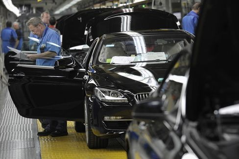 BMW's Age-Proof Assembly Lines Lock in Expert Engineers
