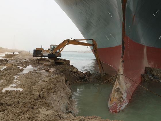 Ships Larger Than Three Soccer Fields Show Why Suez Is Blocked
